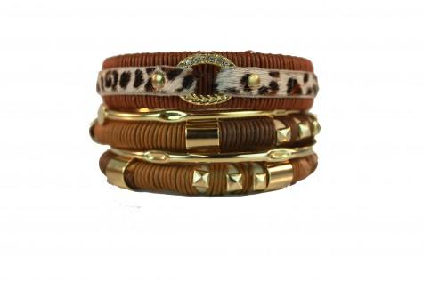 braceletes cordão marrom com pulseiras douradas e oncinha