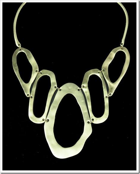 maxi colar dourado formas organicas