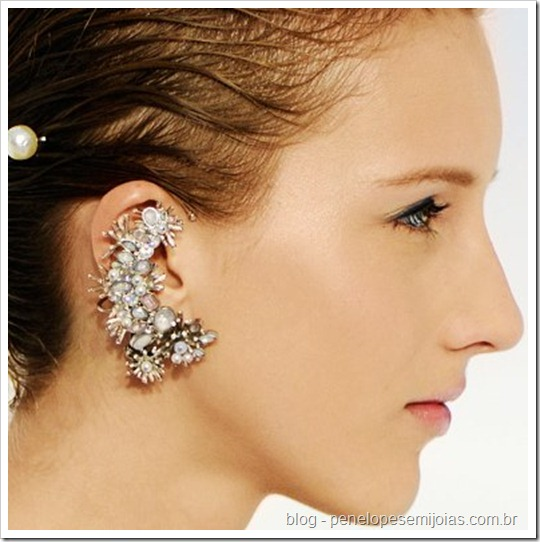 brinco tendência de orelha inteira - ear cuff - cuff earring -ear piece ear cuff Chanel jewellery accessories spring