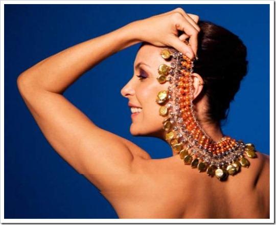 carolina ferraz revista lola maio 2012 - lolamag making-of acessórios e bijuterias maxi colar colorido
