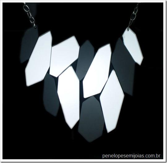 maxi colar espelhos preto branco statment necklace