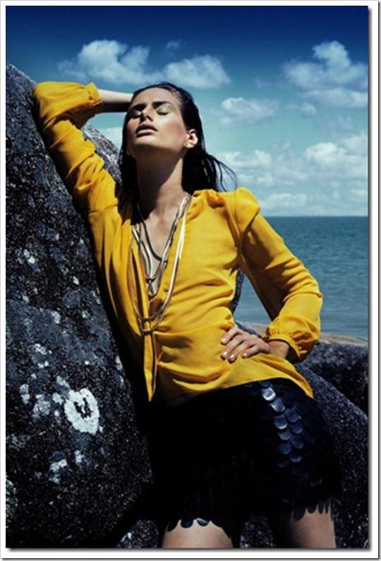 Maxi Colar Fios dourado coleção Nova York - Vogue Italia e revista House Mag