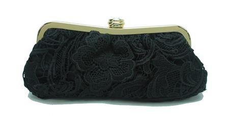 bolsa de festa preta em renda guipier e fecho dourado