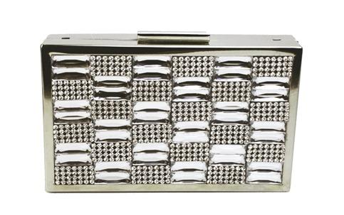 clutch box prateada com frente de cristais e chatons