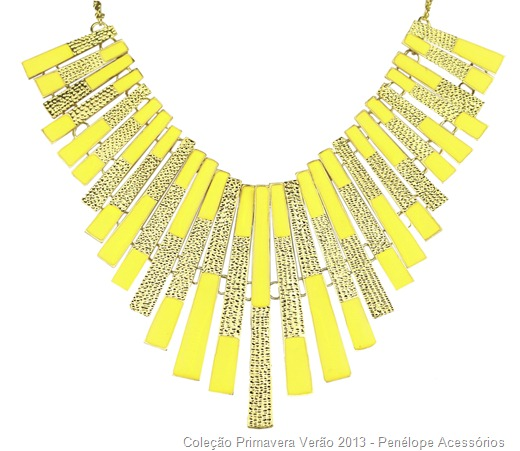 maxi colar placas de metal dourado e amarelo