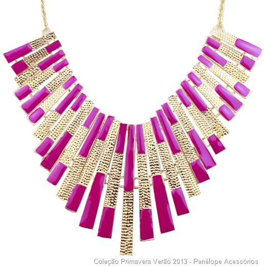 maxi colar placas de metal dourado e pink
