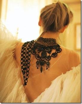 tendencia acessorios, colar, colar pra tras, colar nas costas, acessorios de verão (17)